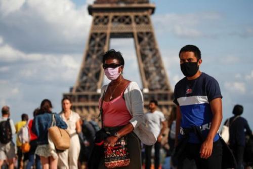 Во Франции проходят митинги против ношения масок