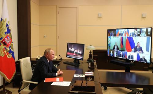 Путин увеличил зарплаты госчиновникам, генпрокурору и председателю СКР