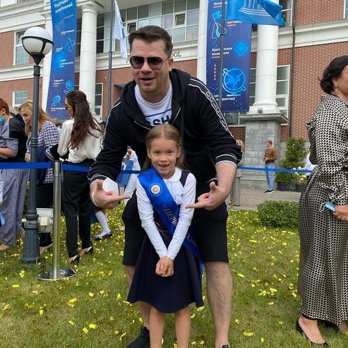 Школьная арифметика. Дети Пугачевой учатся за 160 тыс. рублей в месяц, дочь Харламова и Асмус вместе с сыном Лукашенко за 180