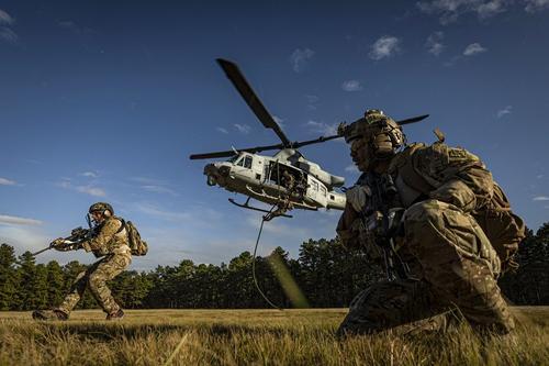 Avia.pro: американские силы попытались атаковать российских военных в Сирии