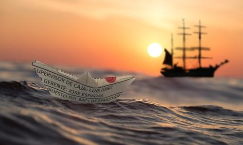 В Приморье шторм вынес на берег «корабль-призрак»