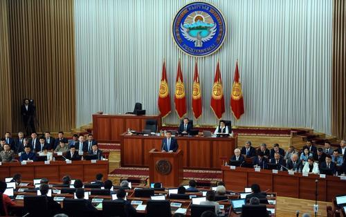 В предвыборной кампании в Киргизии участвуют 300 судимых