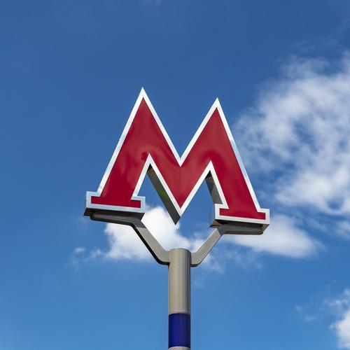 Движение поездов на Арбатско-Покровской линии пришлось приостанавливать из-за падения на рельсы пассажира