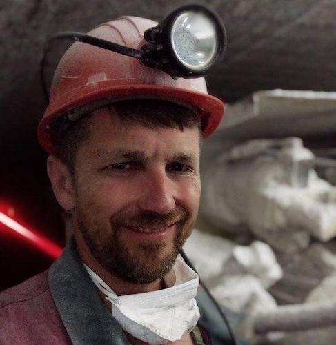 Белорусский шахтер приковал себя наручниками в шахте. Он требует от власти прекратить насилие, запугивание и похищения людей