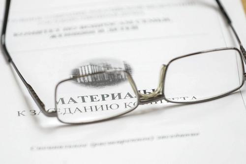 В Госдуме поддержали законопроект, обязывающий коллекторов общаться только с должником