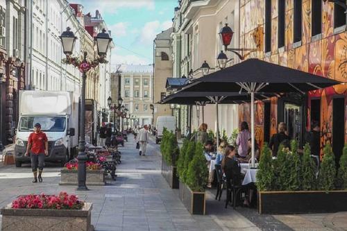 Большинство жителей Москвы и Петербурга отказались от поездок в отпуск этим летом