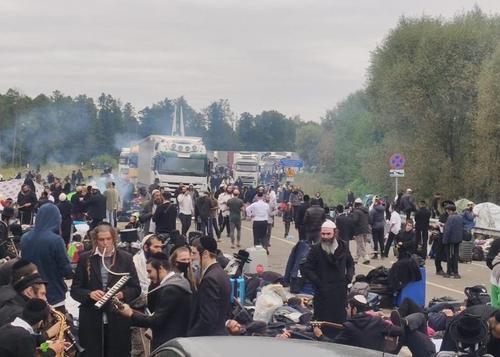 На границе между Украиной и Белоруссией скопились сотни хасидов