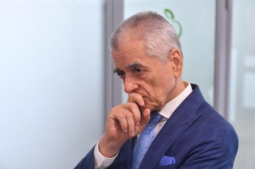 Онищенко объяснил, можно ли заразиться от переболевшего коронавирусом через 14 дней