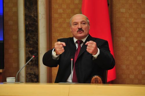 Лукашенко  закрывает границы с Литвой и Польшей