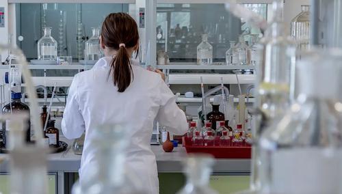 ЕС заказал 300 млн доз еще не одобренной вакцины