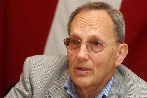 Депутат от националистов Латвии Александрс Кирштейнс: Коммунисты поменяли красные тряпки на георгиевскую ленту
