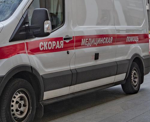 Скорая помощь перевернулась после столкновения с легковушкой в Ростове-на-Дону