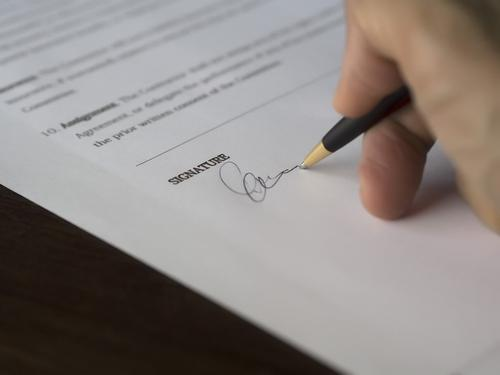 Трамп пошутил, что может подписать указ и запретить Байдену быть президентом США