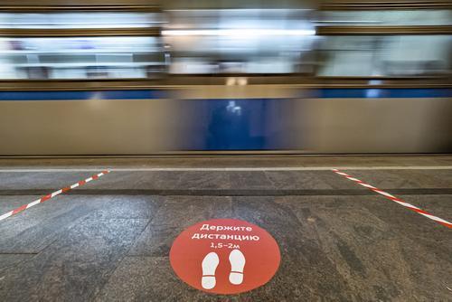 Женщина упала на рельсы в московском метро и погибла