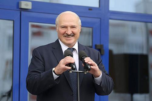 Лукашенко призвал обратить внимание на воспитательный процесс в Белоруссии
