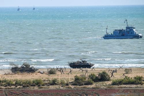 Морпехи при поддержке артиллерии и авиации высадились на побережье на учениях «Кавказ»