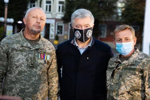 Порошенко предложил оплачивать за свой счет штрафы военным ВСУ за нарушения перемирия в Донбассе