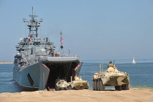 Морпехи Черноморского флота совершили марш и погрузку на большие десантные корабли в ходе СКШУ