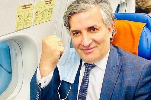 Удостоверение адвоката на мандат депутата. Эльман Пашаев заявил, что собирается баллотироваться в Госдуму