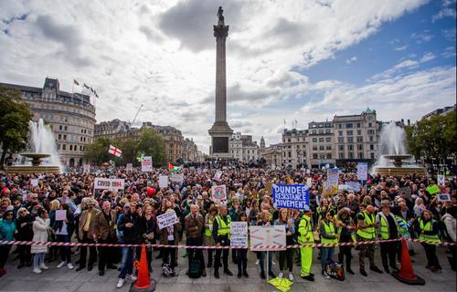 Лондон забастовал против пандемии