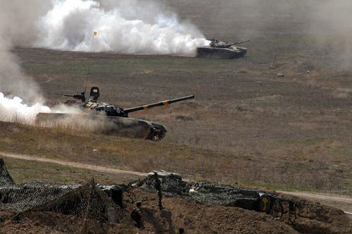 Ведущая азербайджанского телеканала заплакала, сообщая новости о Карабахе
