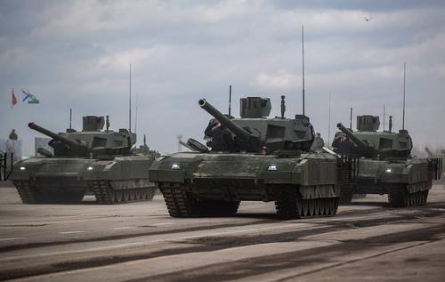 Российские танкисты учатся воевать на танках Т-14 «Армата»