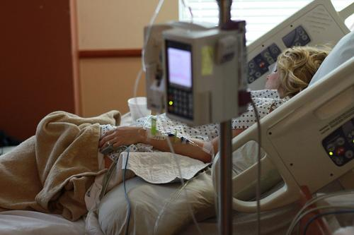 В Уфимской больнице упавшая пенсионерка лежала на полу несколько часов