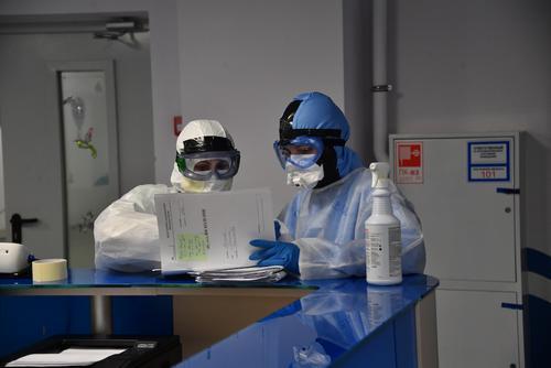 В Москве выявлены 2 016 новых случаев заражения COVID-19