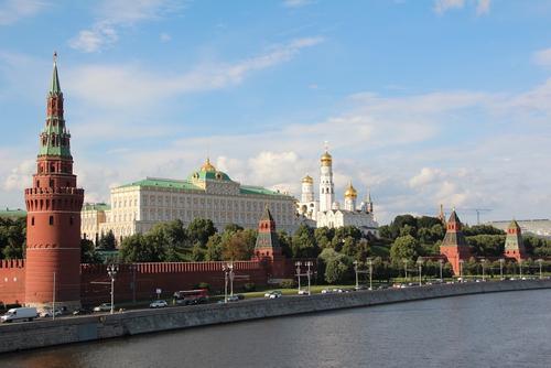 Песков заявил, что в Кремле обратили внимание на визит Меркель в клинику к Навальному