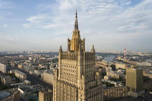 В Москве исчезли сотни миллионов рублей, выделенных реконструкцию шпиля мидовской высотки