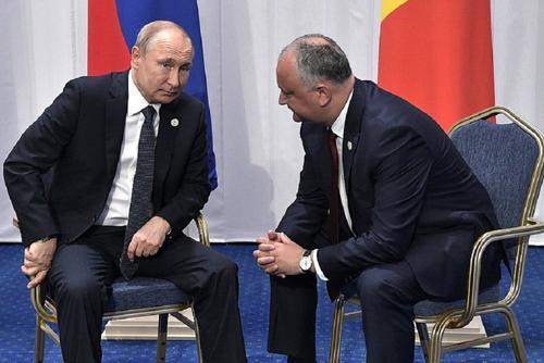 Путин пожелал Додону успеха на выборах и пообещал Молдавии полмиллиарда рублей