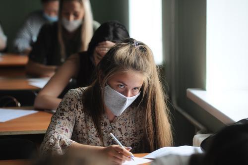 Попова озвучила количество больных COVID-19 среди школьников