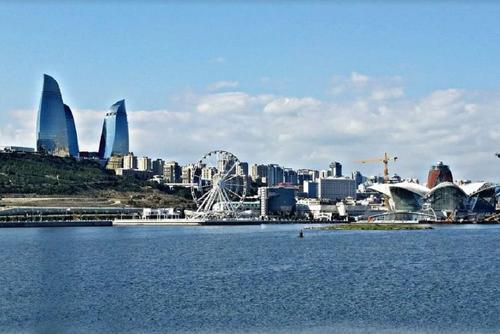 В Азербайджане до 2 ноября продлили карантин из-за коронавируса