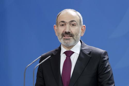 Аналитик Коротченко указал на двуличие позвонившего Путину из-за обострения с Азербайджаном Пашиняна
