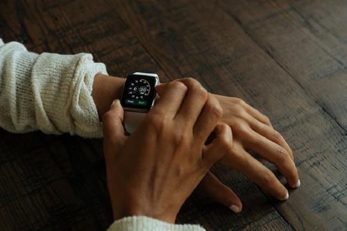 Эксперт Роскачества Антон Куканов рассказал об опасности дешевых смарт-часов