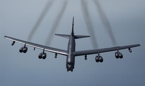 Сайт Avia.pro: США побоялись послать свои бомбардировщики в небо над ДНР и ЛНР