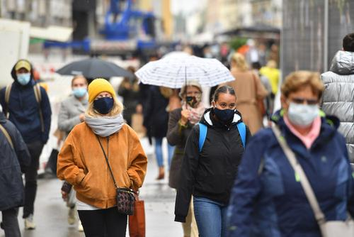 Власти ФРГ впервые с весны ужесточили эпидемиологические меры в связи с пандемией COVID-19