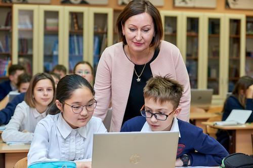 Минпросвещения России не планирует массового перевода школ на дистанционное обучение