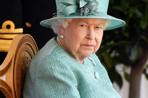 Прислуга Елизаветы II не желает разлучаться с родными на Рождество, чтобы обезопасить королеву