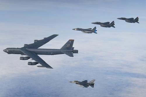 Кедми: США подписали смертный приговор «майдановской» Украине маневром своего бомбардировщика в небе над страной