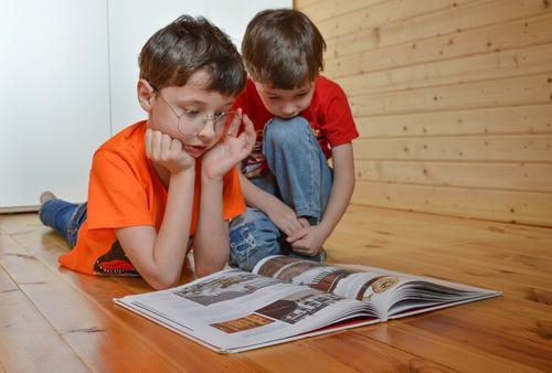 Семейный политик Павел Пожигайло предложил отправить в оплачиваемый отпуск одного из родителей на время каникул