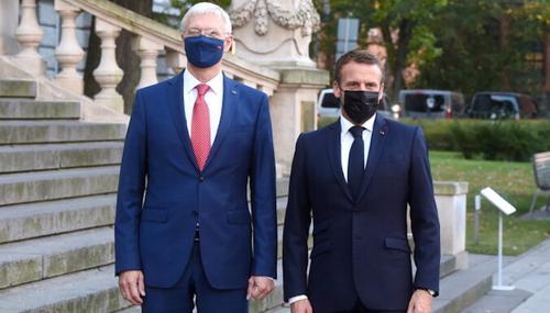 Визит президента Франции в Латвию: В диалоге с Россией нужна твердость