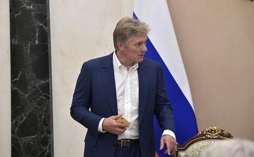 Песков ответил на обвинения Навального в адрес Путина