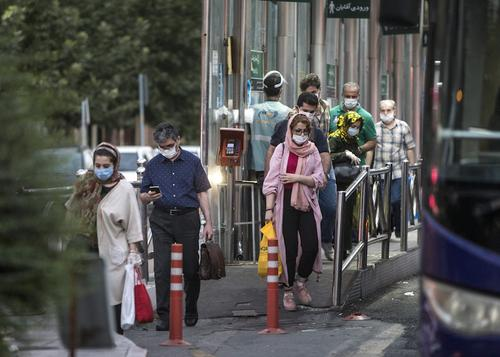В Иране за сутки зарегистрировали рекордное число новых случаев заражения COVID-19
