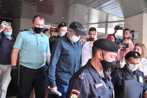 Ефремов просит  суд не рассматривать жалобы его бывших адвокатов на приговор