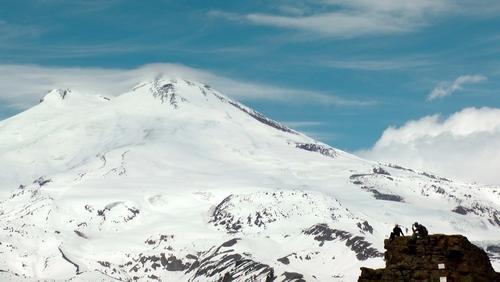 Спасатели эвакуировали с Эльбруса двух заблудившихся альпинистов из Подмосковья