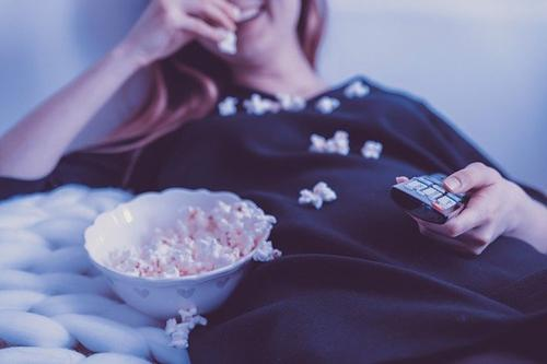 Врач-невролог Донских заявила, что отдых перед телевизором снижает активность мозга