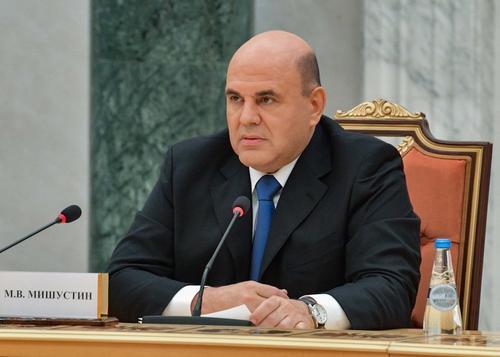 Кабмин выделил более 11 млрд рублей на выплаты медикам, работающим с зараженными COVID-19