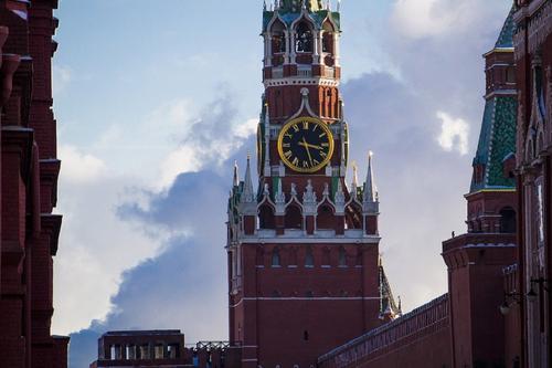 В ночь на пятницу на Спасской башне Кремля временно остановят куранты