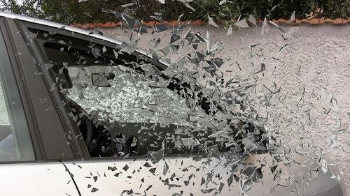 Фургон и легковой автомобиль столкнулись на трассе Новосибирска